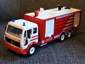 Mercedes Feuerwehr SIKU Modell aus den 90er Jahren eigene Sammlung abfotografiert am 11.05.2018