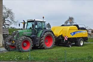 Fendt 820 mit New Holland ballenpresse war beim Baurefest in Brachtenbach zu besichtigen.