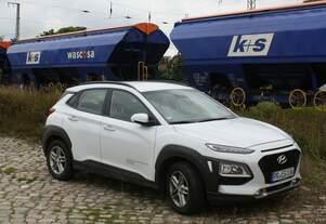 Hyundai Kona als Fahrzeug der Eisenbahngesellschaft Potsdam - gesehen am 16.09.2021 in Anklam