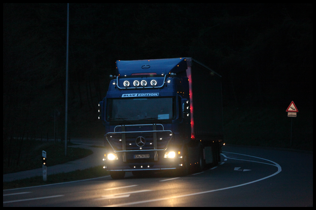 Actros 1844 BlueEdition in Meinerzhagen. (Juni 2011)