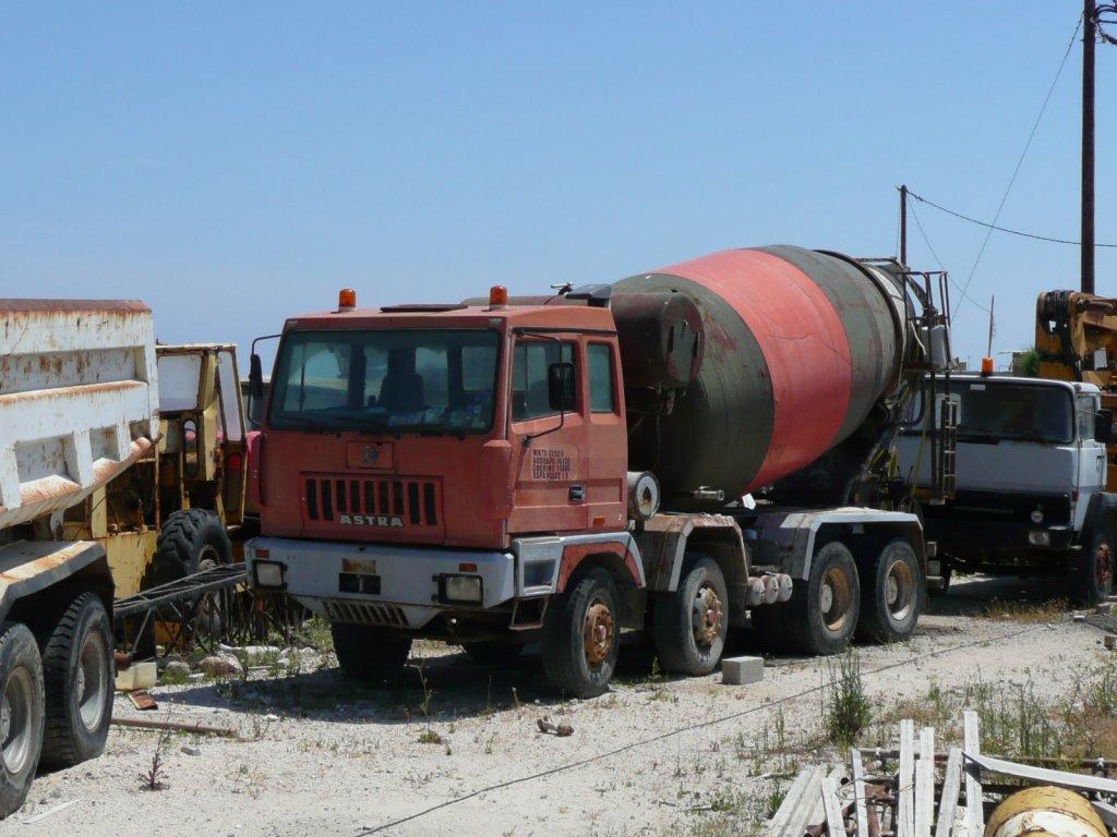 betoniere autobetoniere pompe calcestruzzo Astra-betonmischer-am-hafen-rhodosgriechenland100513--82120