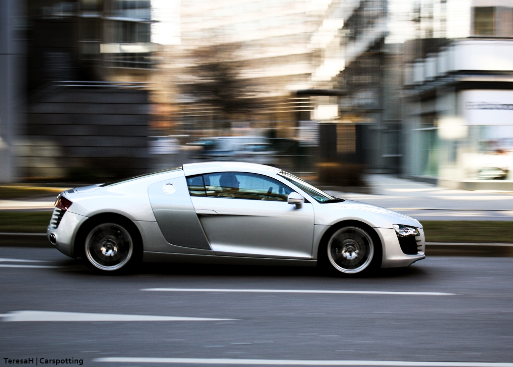 audi r8 in stuttgart am 9. Black Bedroom Furniture Sets. Home Design Ideas