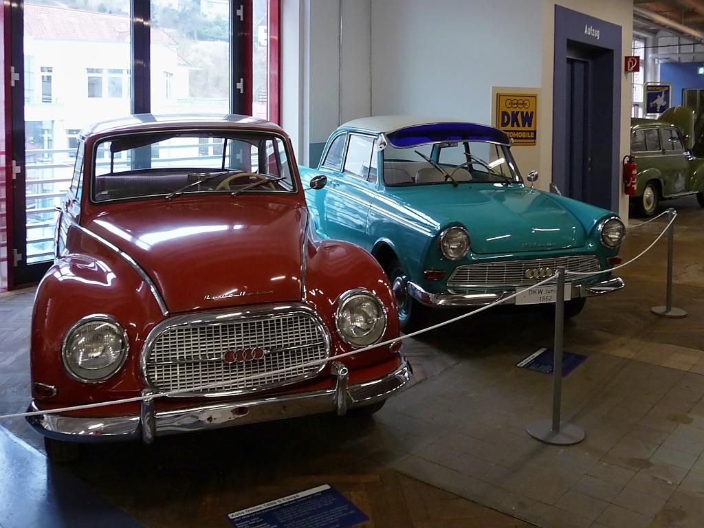 heckansicht von oldtimer autos