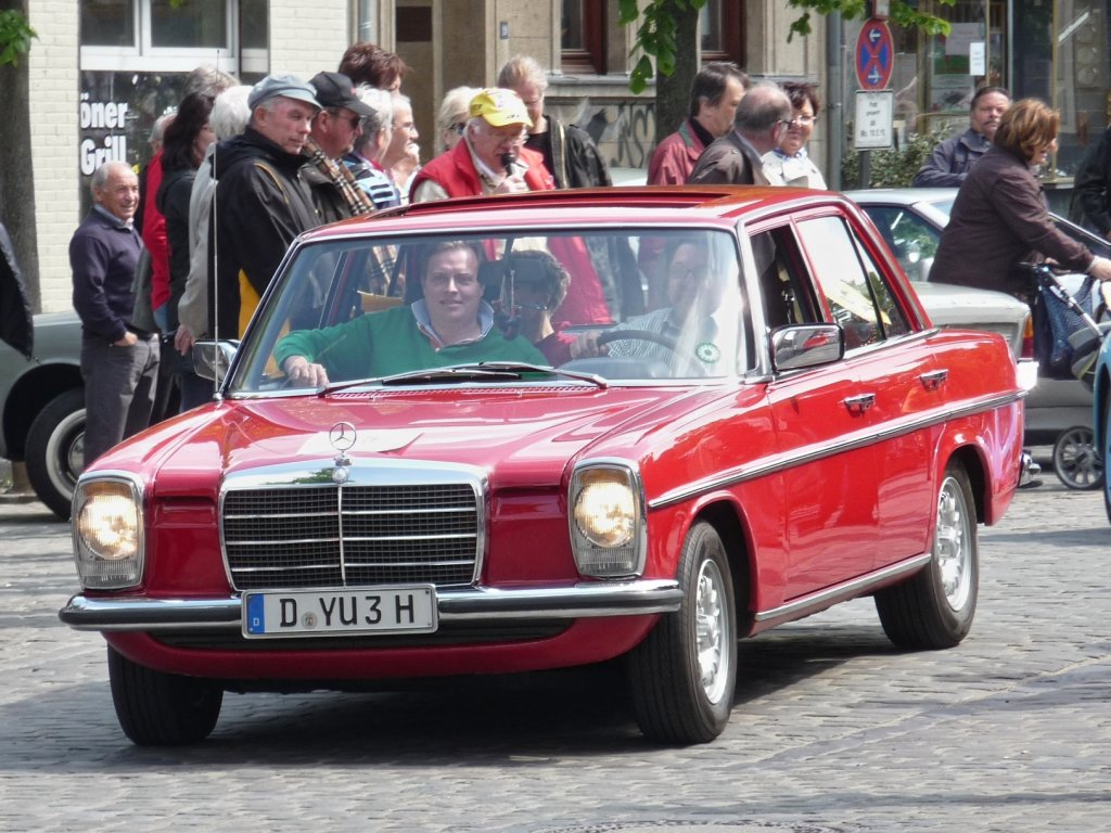 Der Mercedes W115 am Start bei