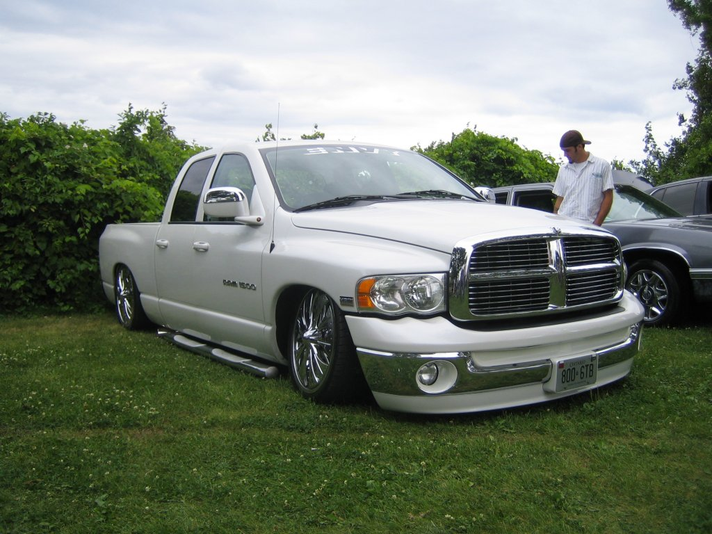 dodge ram 1500 lowrider beim scrape by the lake in kanada. Black Bedroom Furniture Sets. Home Design Ideas