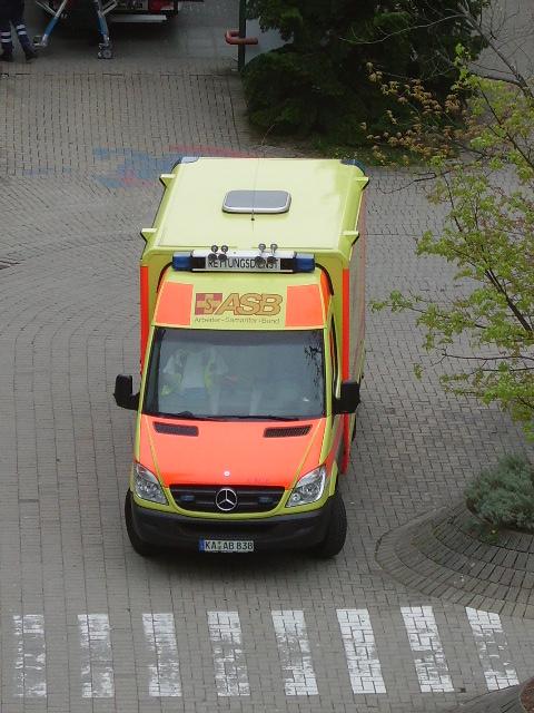 ein asb krankenwagen in karlsbad langensteinbach am. Black Bedroom Furniture Sets. Home Design Ideas