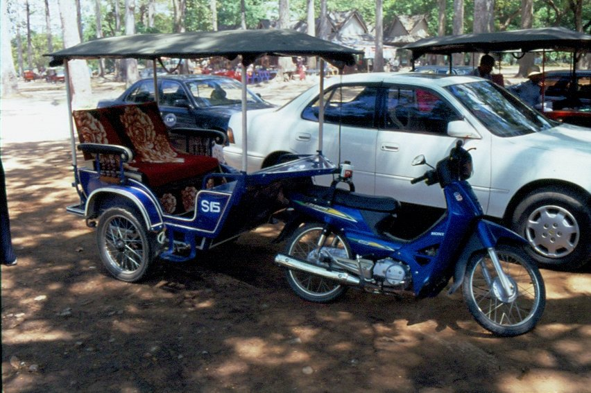 ein komfortables motorradtaxi in der n he von angkor wat im mai 2006. Black Bedroom Furniture Sets. Home Design Ideas