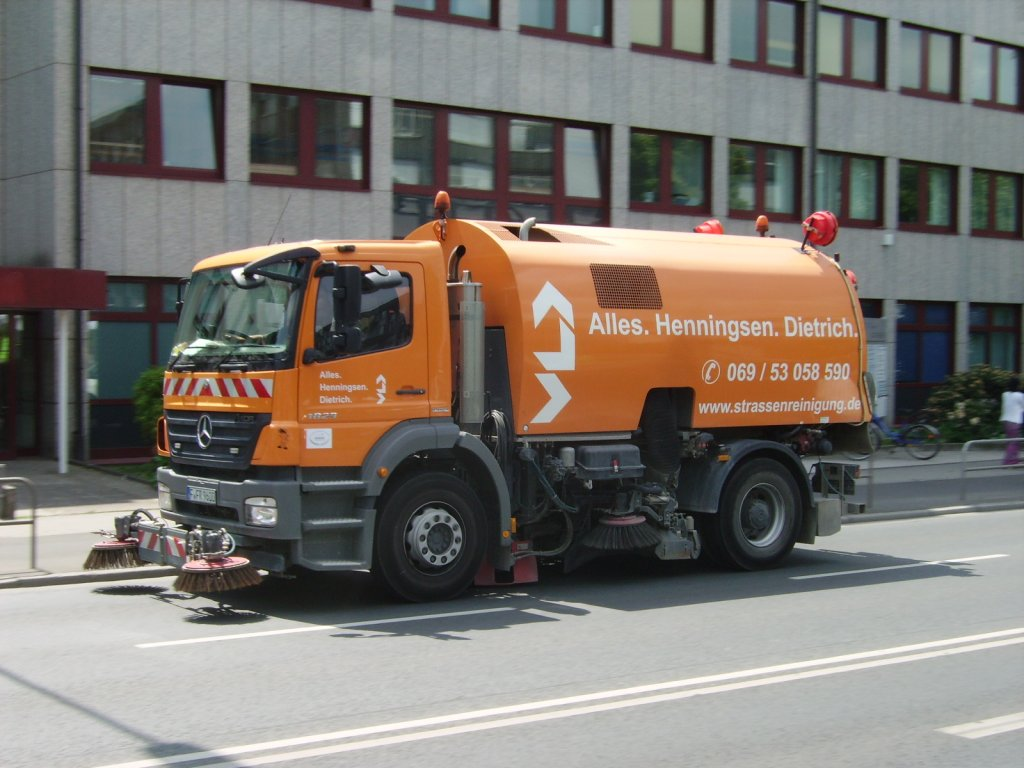 Ein Mercedes Benz Axor in Frankfurt am Main am 28.05.11