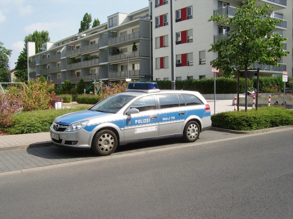 ein opel vectra der polizei frankfurt am main am. Black Bedroom Furniture Sets. Home Design Ideas
