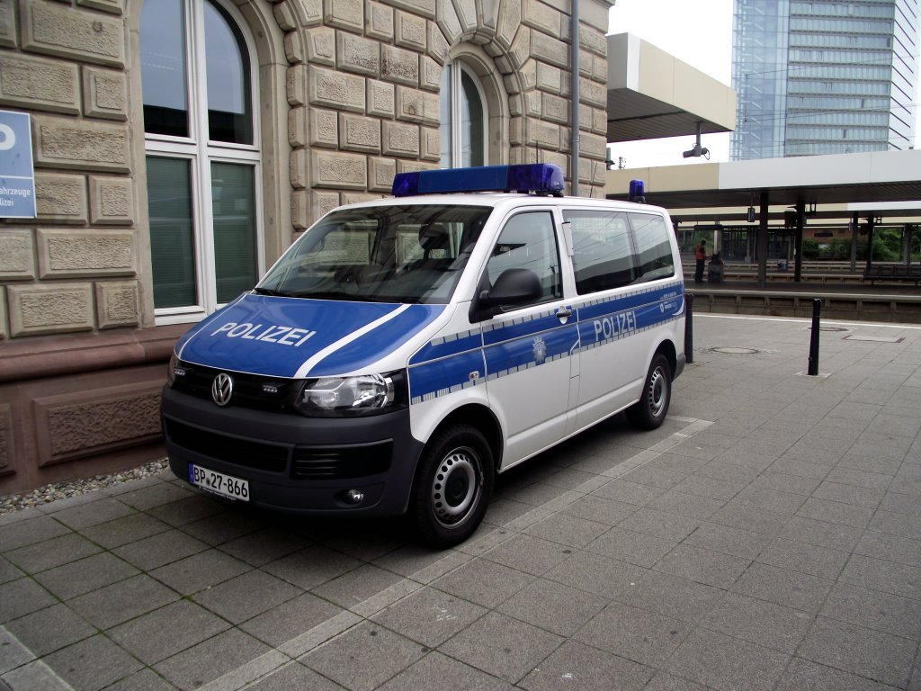 ein vw t5 der bundespolizei in mannheim hbf am. Black Bedroom Furniture Sets. Home Design Ideas