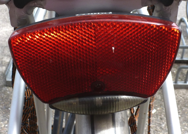 fahrrad r cklicht gro er reflektor mit led standlicht in nl am. Black Bedroom Furniture Sets. Home Design Ideas