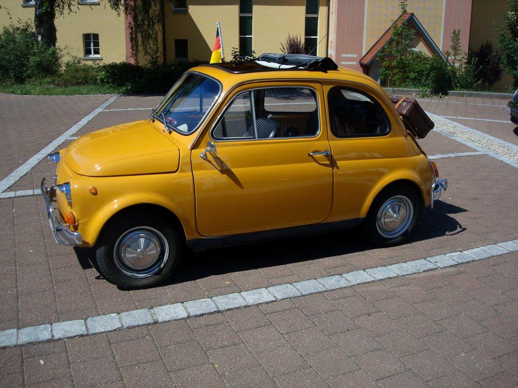 fiat 500 der italienische kleinwagen wurde von 1957 75 gebaut. Black Bedroom Furniture Sets. Home Design Ideas