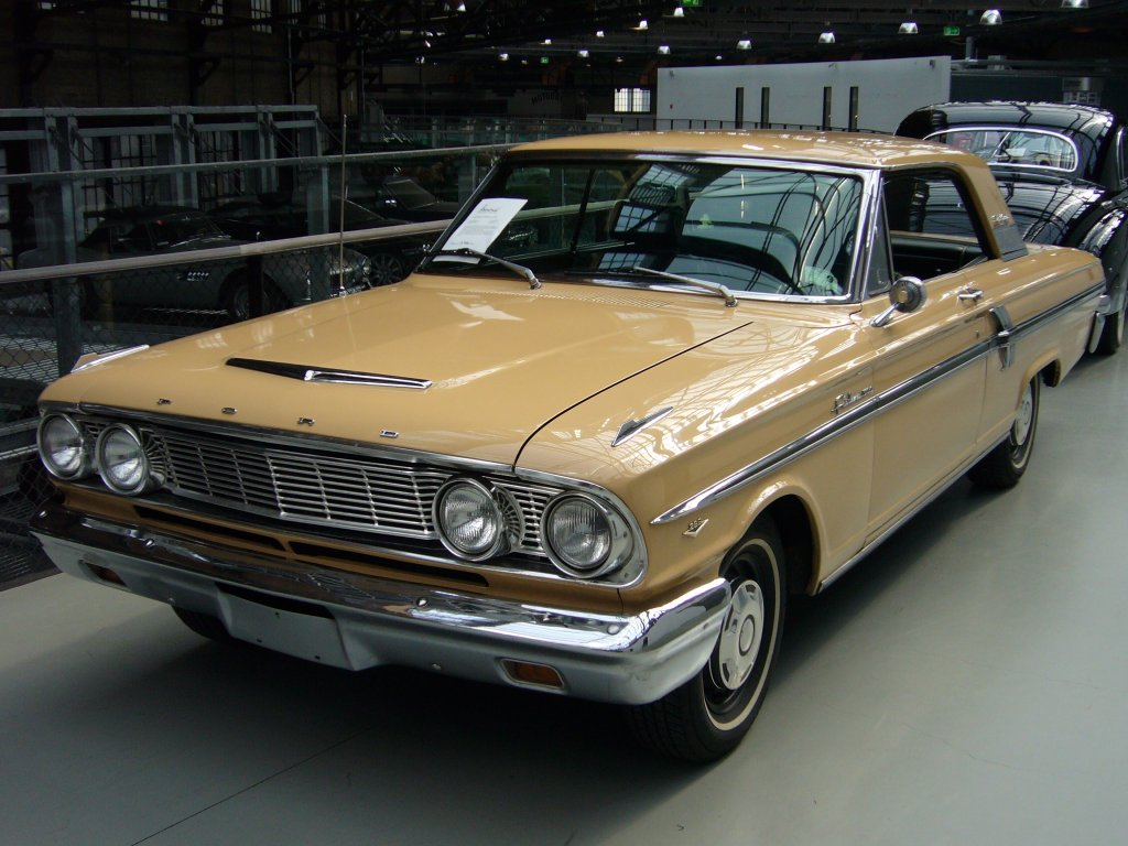 5.2.2010 Ford Fairlane Coupe