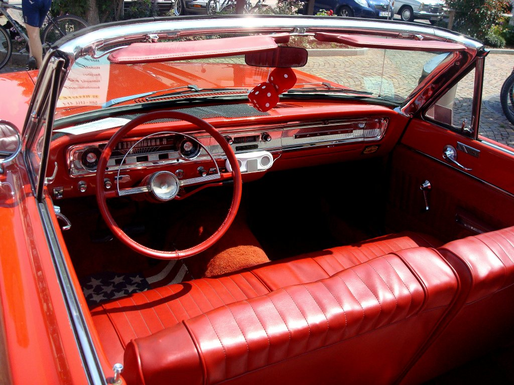 Ford Falcon, ganz in rot,