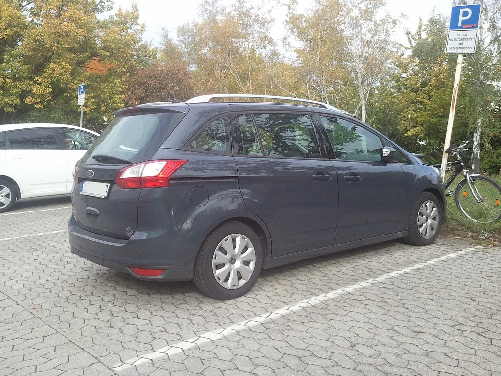 ford focus c max mit einer schiebet r hinten. Black Bedroom Furniture Sets. Home Design Ideas