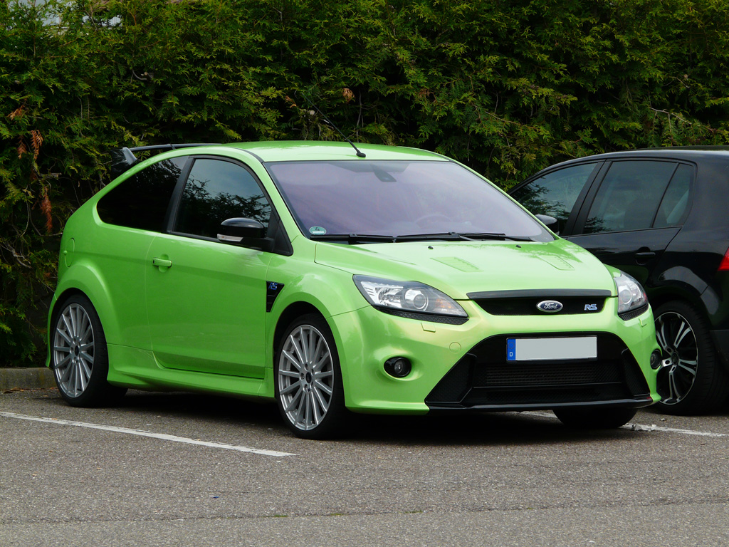 ford focus rs abgestellt auf einem parkplatz in crailsheim. Black Bedroom Furniture Sets. Home Design Ideas