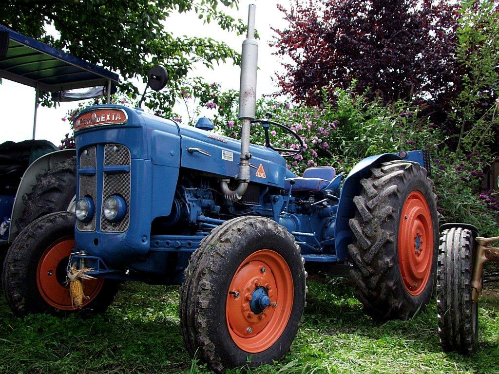 Ford Super Dexta Tractor Values : Ford super dexta