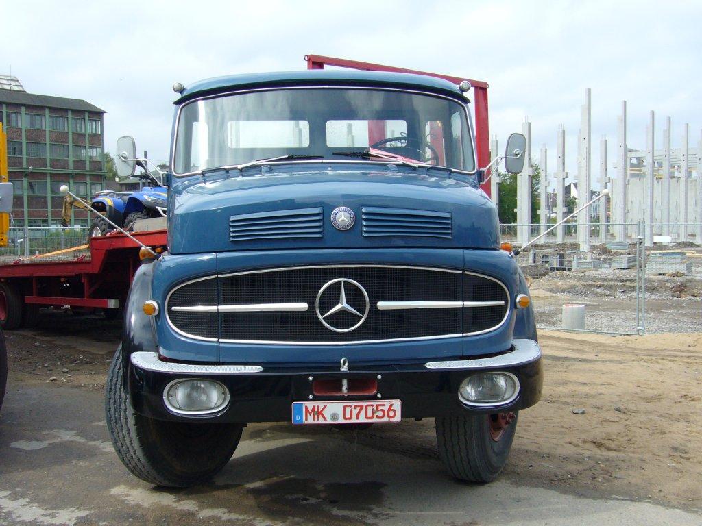 Frontansicht Eines Mercedes Benz Ls 1620 1
