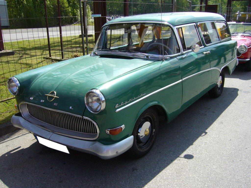 frontansicht eines opel rekord p1 caravan 1957 1960 oldtimertreffen kokerei zollverein am 05. Black Bedroom Furniture Sets. Home Design Ideas