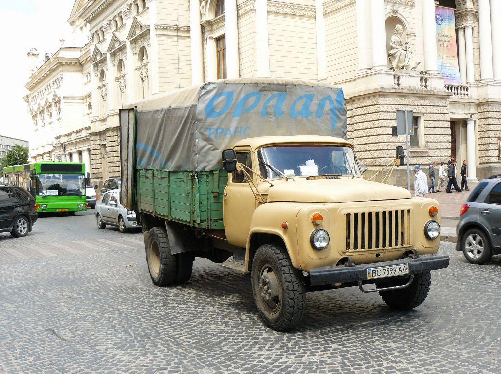 gaz 53 prospekt svobody lviv ukraine 25 05 2012. Black Bedroom Furniture Sets. Home Design Ideas