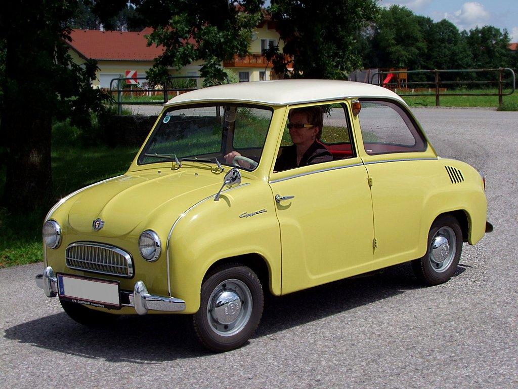 Goggomobil Am Weg Zur Oldtimerauffahrt