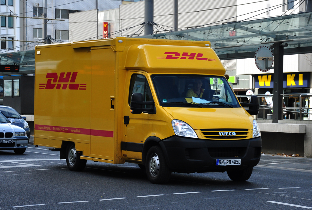 iveco transporter der dhl in bonn. Black Bedroom Furniture Sets. Home Design Ideas