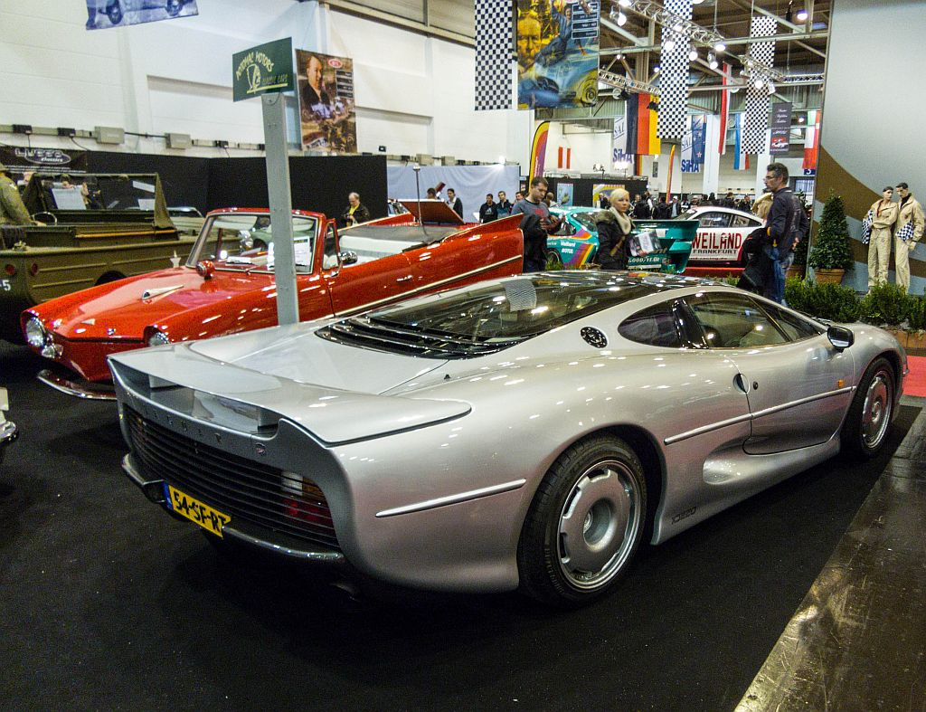 jaguar xj220 r ckansicht foto essen motor show 2012 dezember. Black Bedroom Furniture Sets. Home Design Ideas