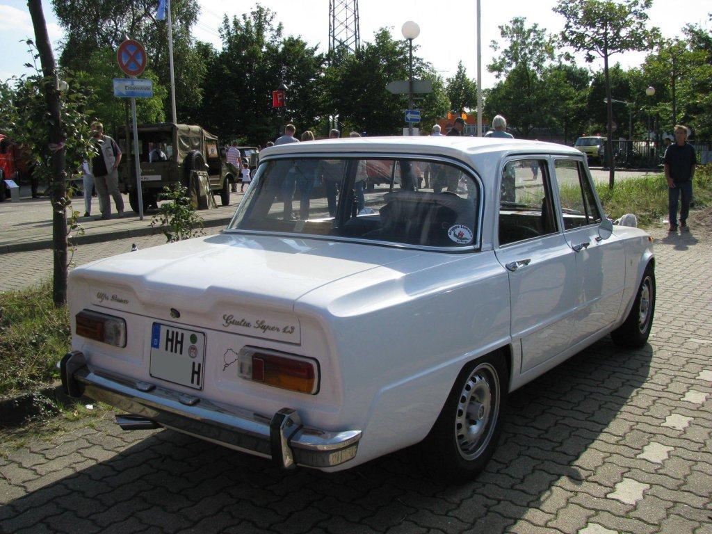 limousine alfa romeo giulia super 1 3 aus der hansestadt hamburg hh gesehen beim oldtimer. Black Bedroom Furniture Sets. Home Design Ideas