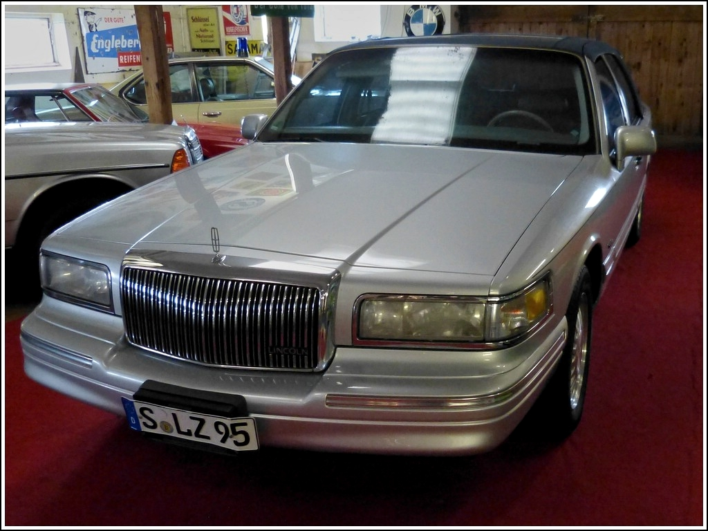 Lincoln Town Car, gesehen am 11.05.2012 im Automobil- Spielzeugmuseum Nordsee.