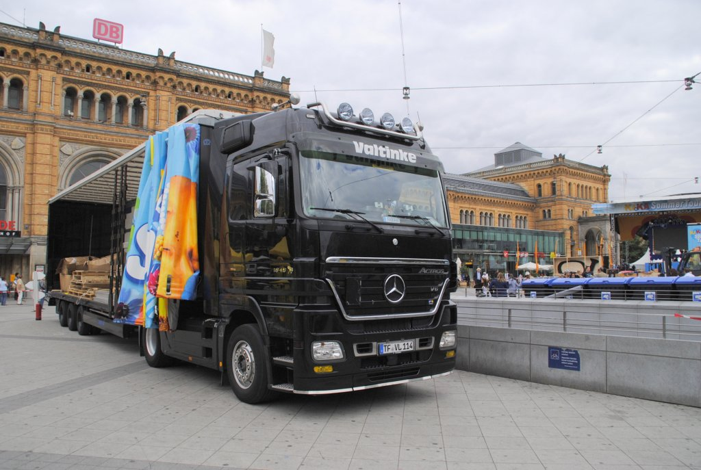 mercedes actros am hauptbahnhof in hannover am. Black Bedroom Furniture Sets. Home Design Ideas