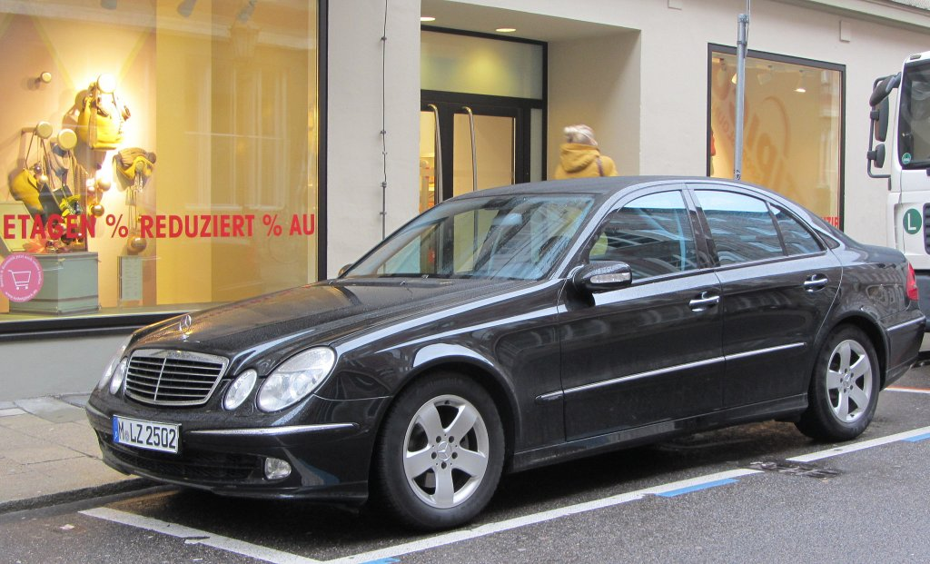 mercedes benz e klasse w 212 in m nchen 4. Black Bedroom Furniture Sets. Home Design Ideas