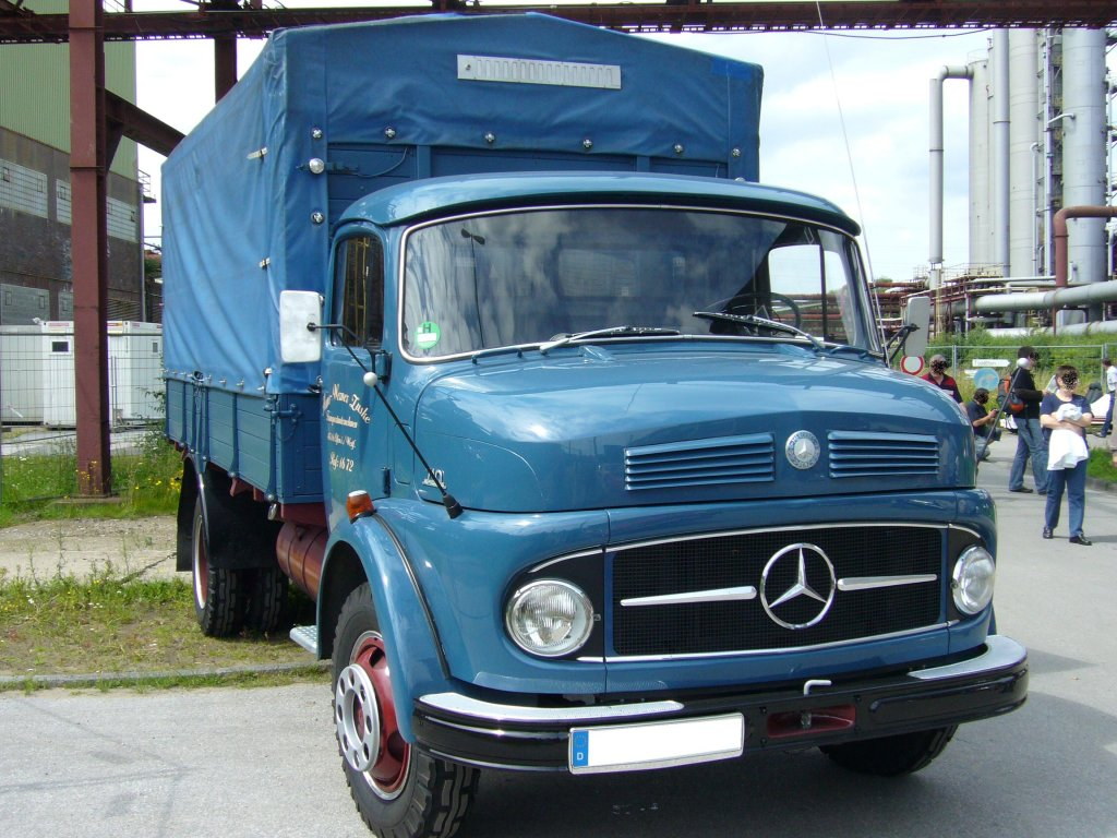 Mercedes benz lp 710 1963 1968 der lkw hat einen for Mercedes benz of minneapolis