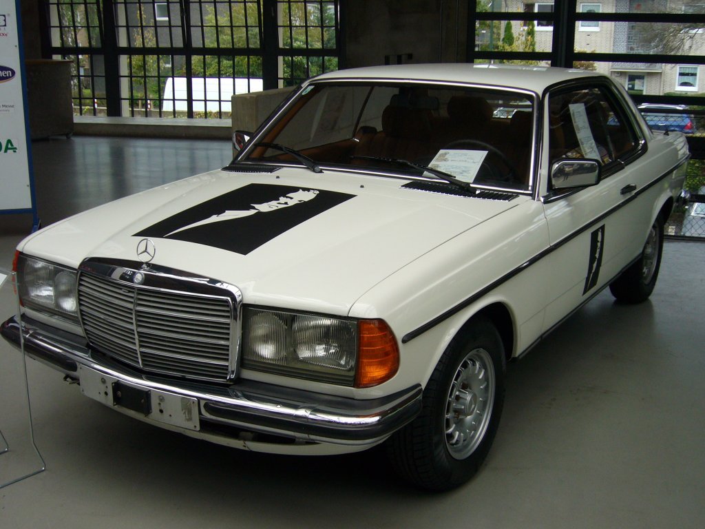 mercedes w123 coupe youtube. Black Bedroom Furniture Sets. Home Design Ideas
