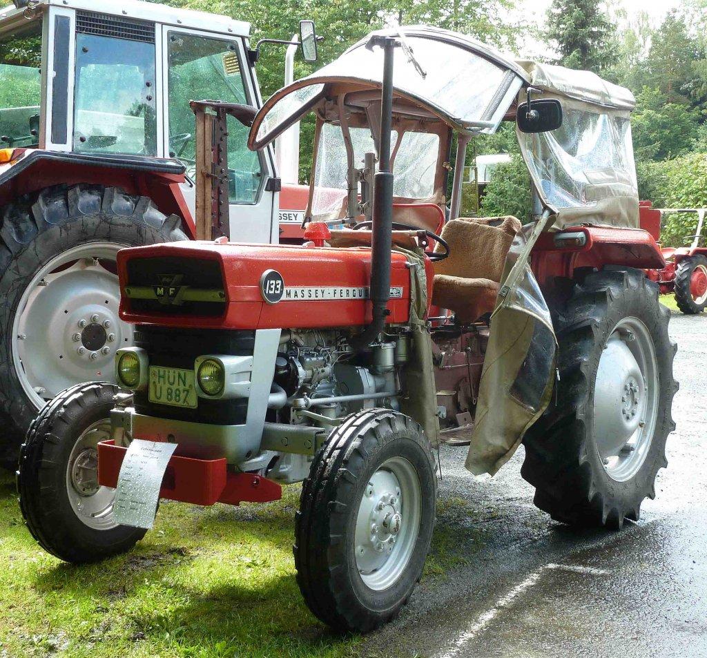 mf 133 eines traktorsammlers in nordholz juli 2012. Black Bedroom Furniture Sets. Home Design Ideas