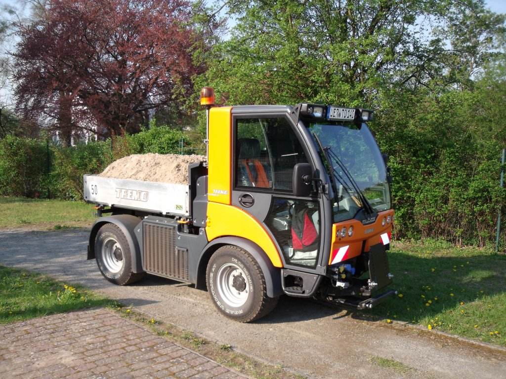 multicar tremo 4x4 als kipper im einsatz in torgelow m v. Black Bedroom Furniture Sets. Home Design Ideas