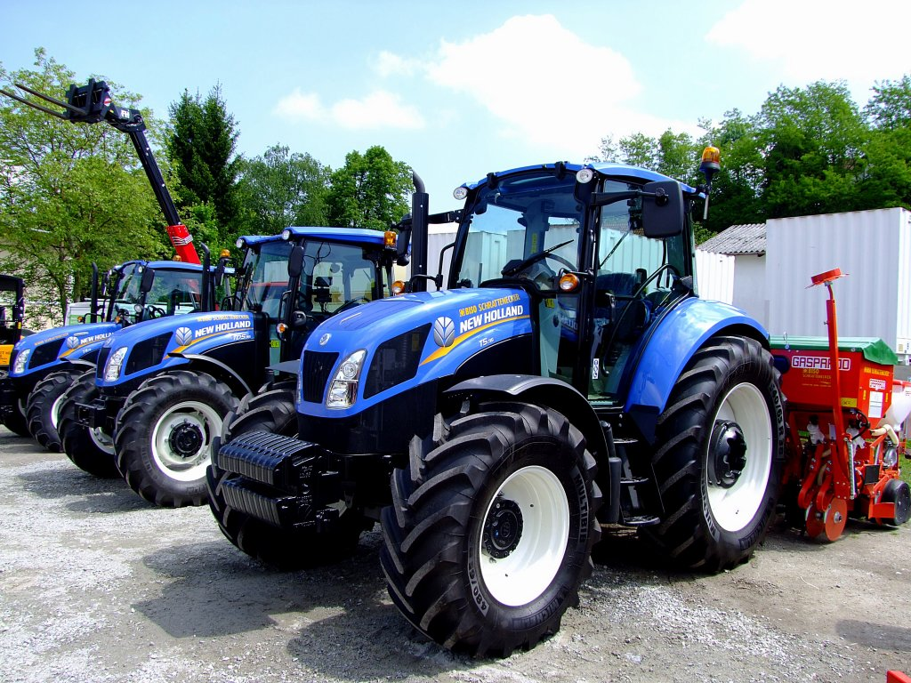 new holland New holland tractors visit tractorcom for the latest new holland tractors including videos, reviews, pictures and pricing information from new holland tractor dealers.