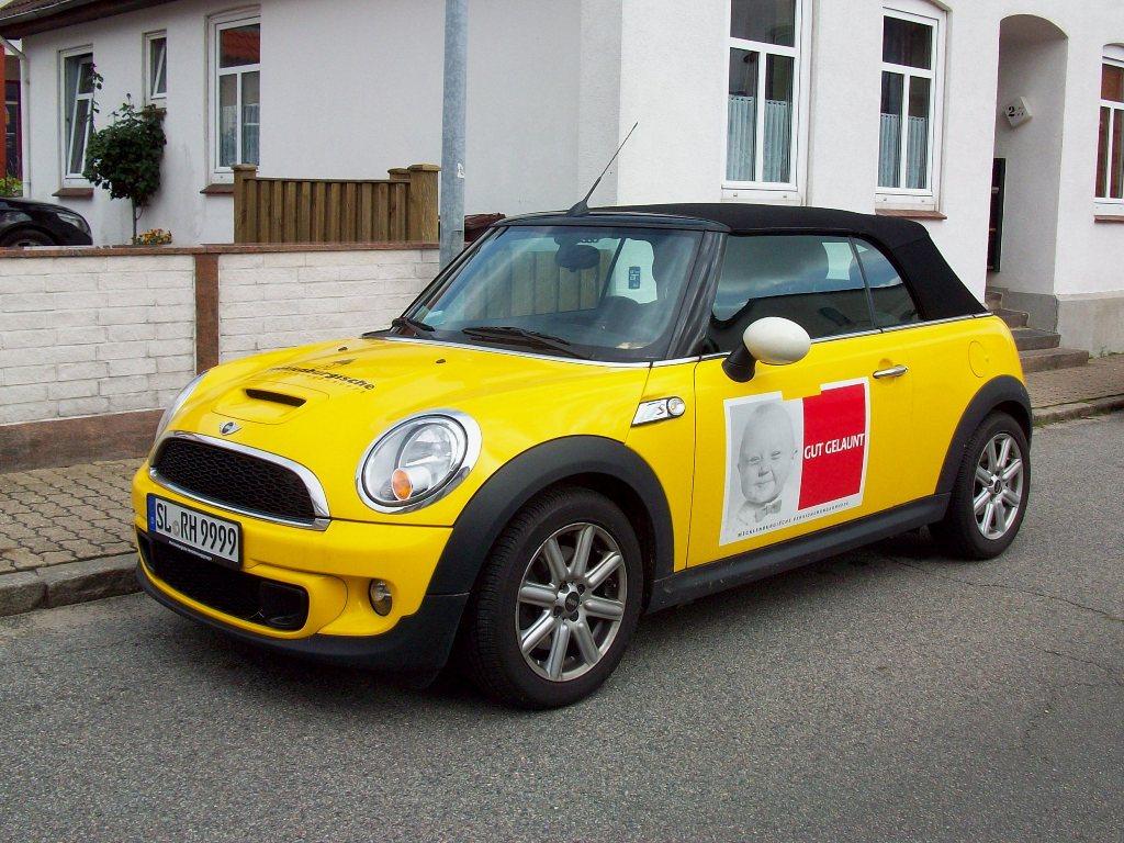 new mini s cabrio gelb schwarz mit werbung gut gelaunt. Black Bedroom Furniture Sets. Home Design Ideas
