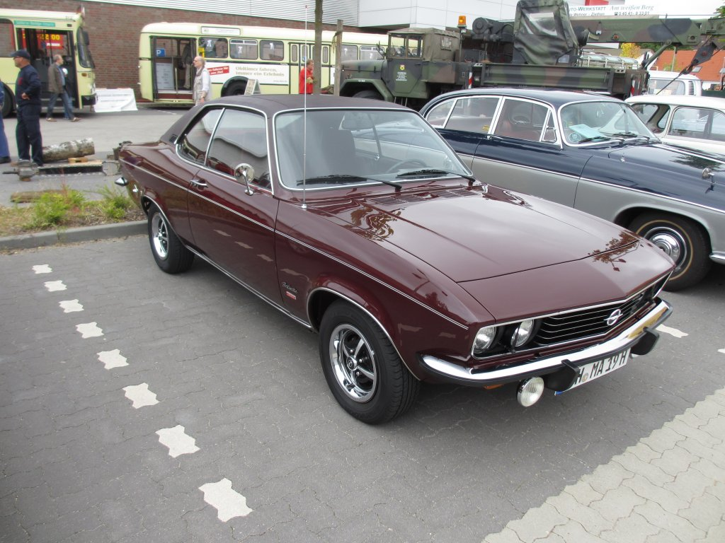 opel manta a 1900 berlinetta 1973 tarragonarot auf dem oldtimertreffen beim t v l beck juli. Black Bedroom Furniture Sets. Home Design Ideas