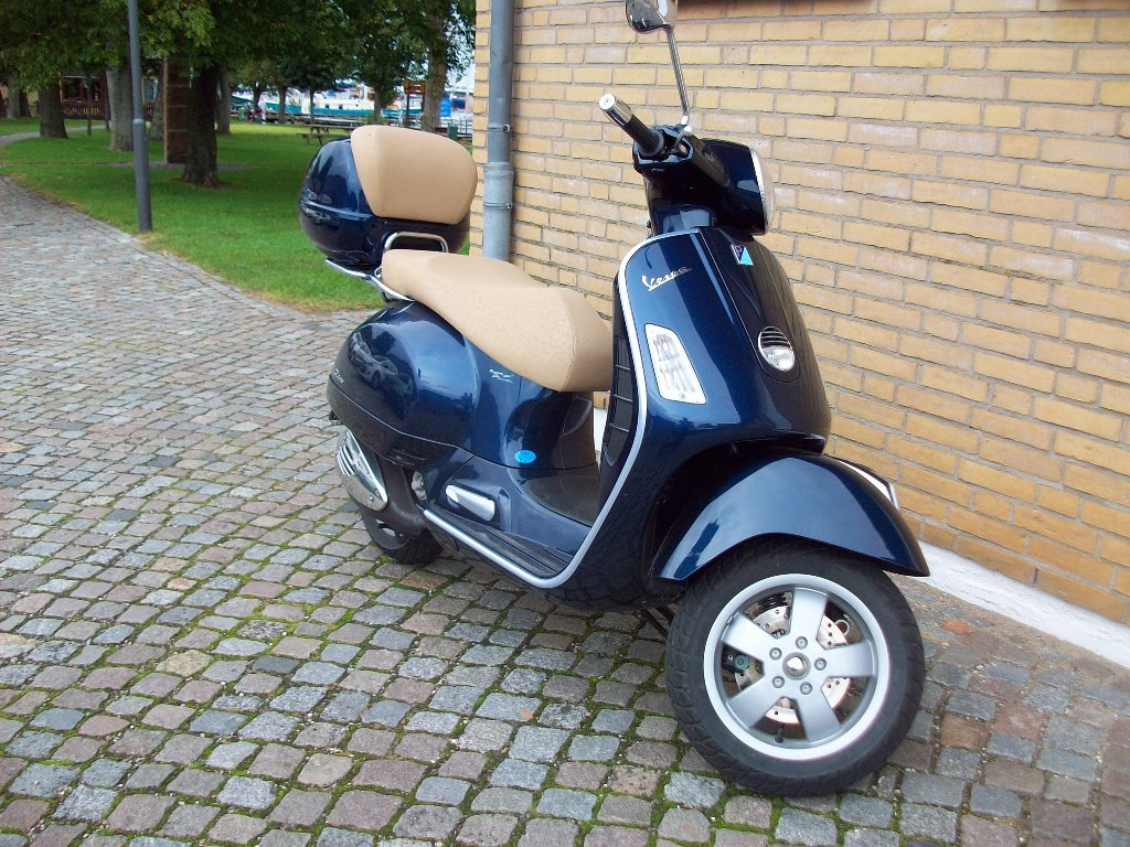 piaggio vespa gts 125 blaumetalic beige abgestellt in kapeln 1109 pictures. Black Bedroom Furniture Sets. Home Design Ideas