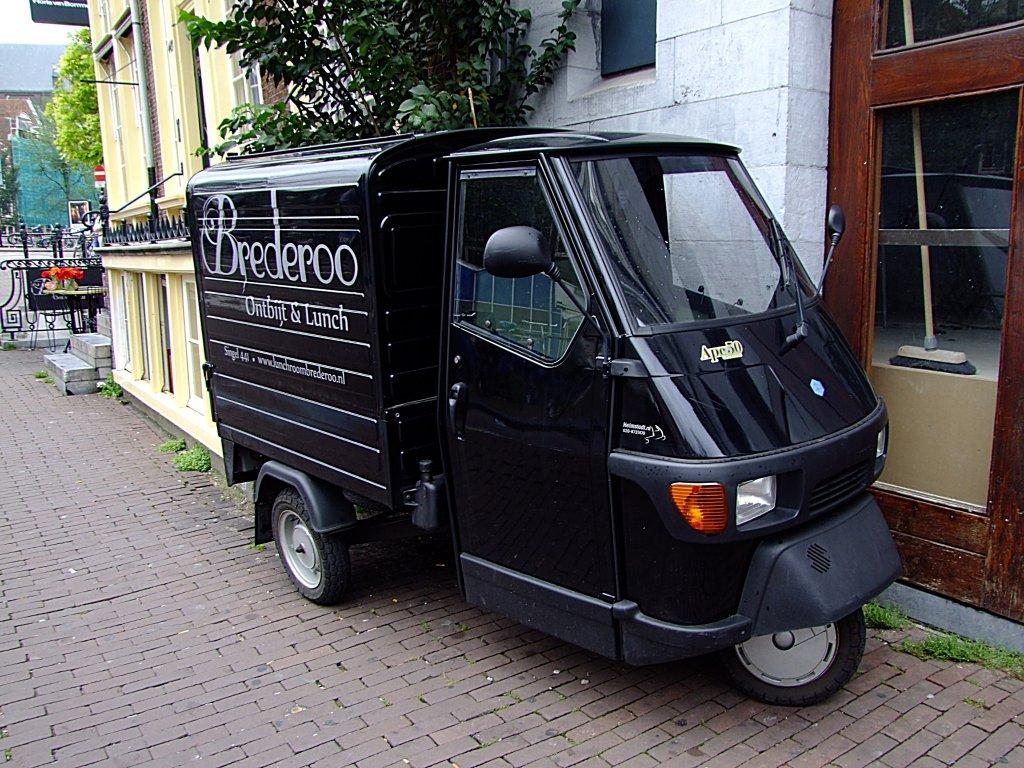 juli 2012 aus italien kommt das dreiradfahrzeug piaggio. Black Bedroom Furniture Sets. Home Design Ideas