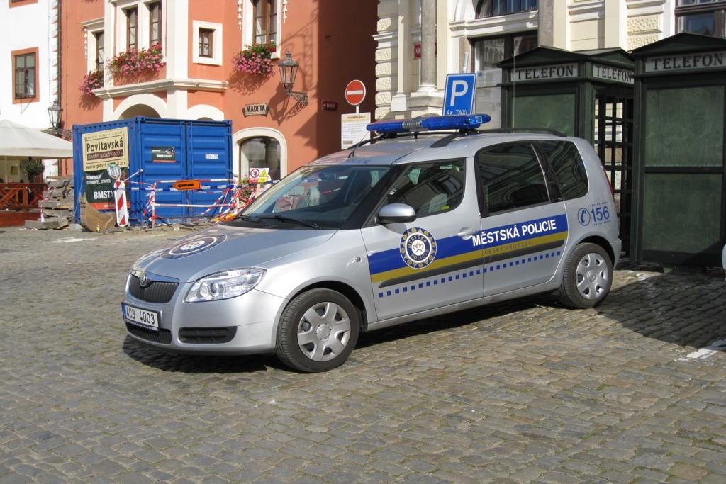 Skoda au service de la police - Page 7 Polizei-streifenwagen-skoda-roomsterstadtpolizei-cesky-76794