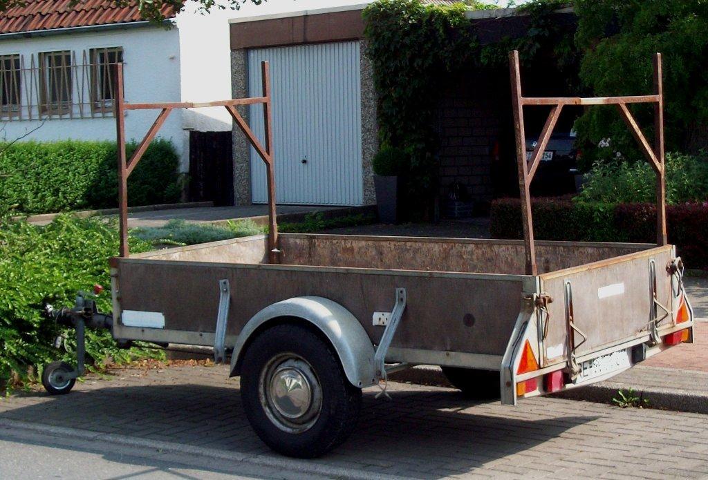 pritschen anh nger mit transport ger st 10 08 2010. Black Bedroom Furniture Sets. Home Design Ideas