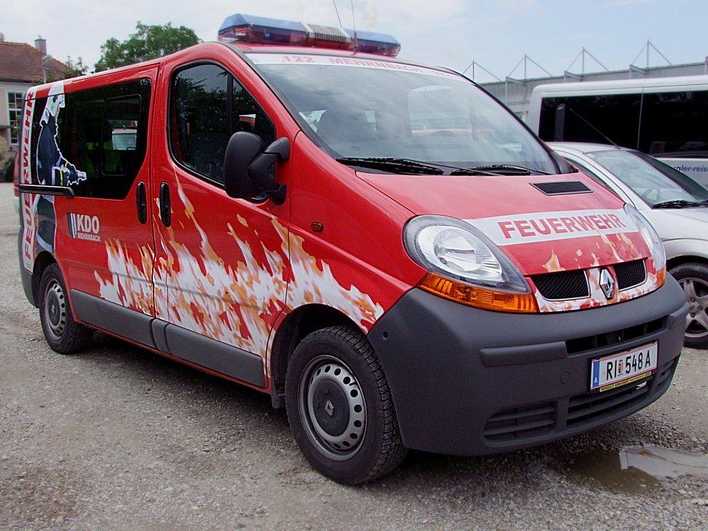 renault transporter mit interessanter beklebung dient der ff mehrnbach als kommandofahrzeug