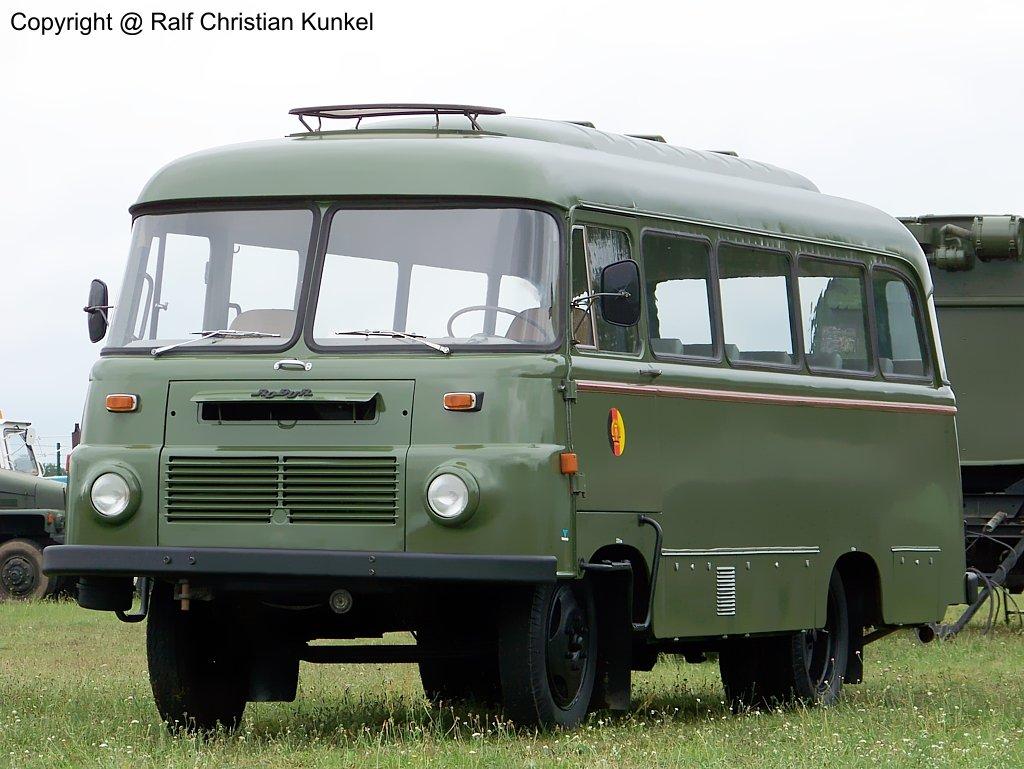 Fr 2 m/ b 21 - kom, kraftomnibus, nva - fotografiert beim militär