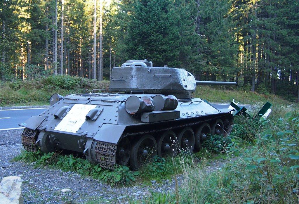 russischer t34 panzer am grenz bergang wurzenpass zwischen slowenien und sterreich 2012 09 17. Black Bedroom Furniture Sets. Home Design Ideas