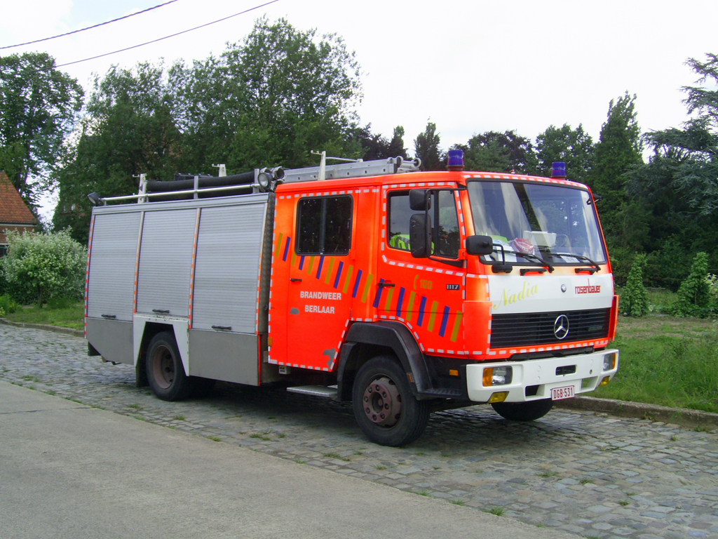 Tankl schfahrzeug mercedes benz 1117f aufbau rosenbauer for Mercedes benz belgium