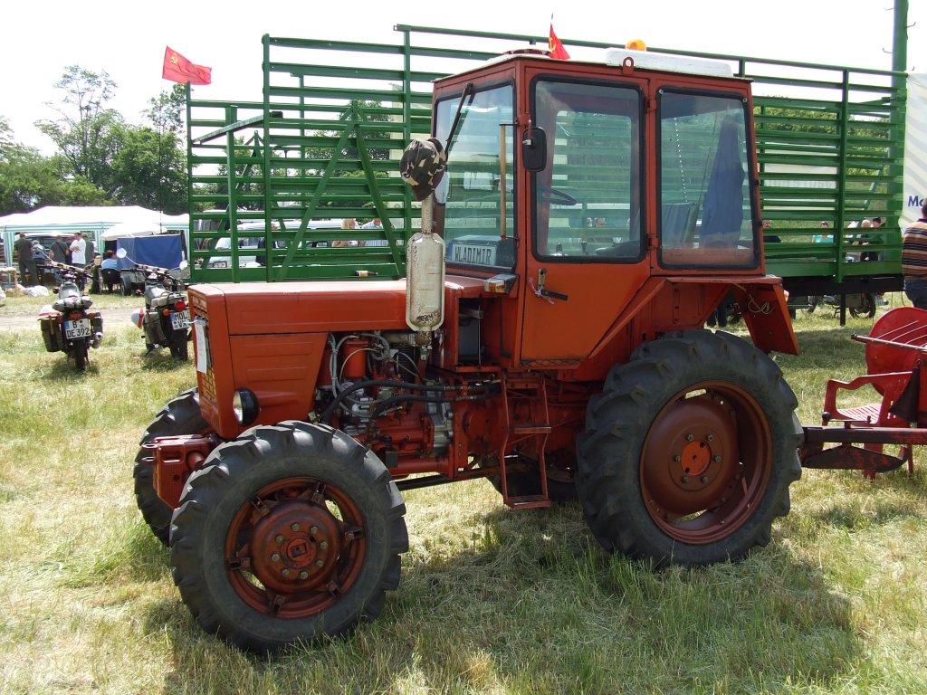 Traktor Belarus MTS 50 super. - Fahrzeugbilder.de