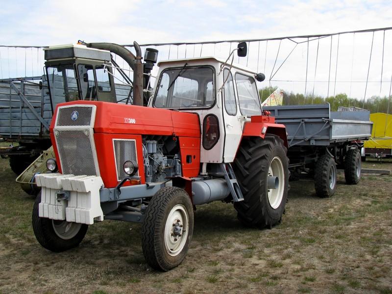 www.fahrzeugbilder.de/1024/traktor-zt-300-fortschritt-mit-76185.jpg