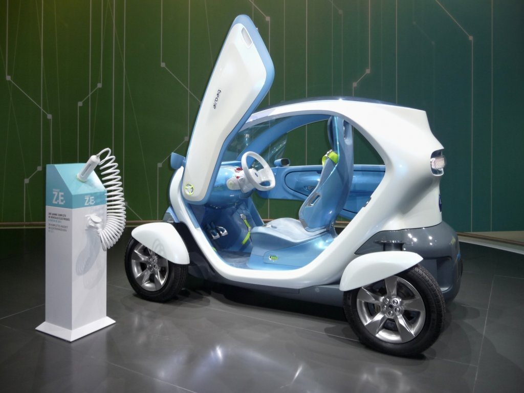 twizy nennt renault dieses futuristische elektro stadtauto. Black Bedroom Furniture Sets. Home Design Ideas
