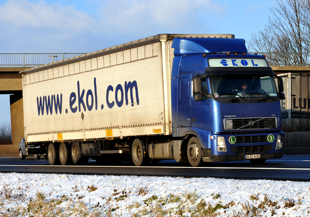 Volvo FH 480 ekol auf der A61 bei Miel  15122010
